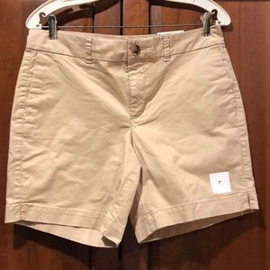 NWT everyday shorts old navy tan size 6  khaki